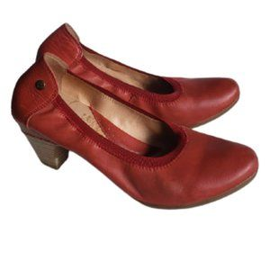 Pikolinos red leather heels